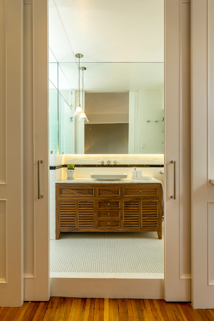 Eclectic style bathroom by Weber Arquitectos Eclectic