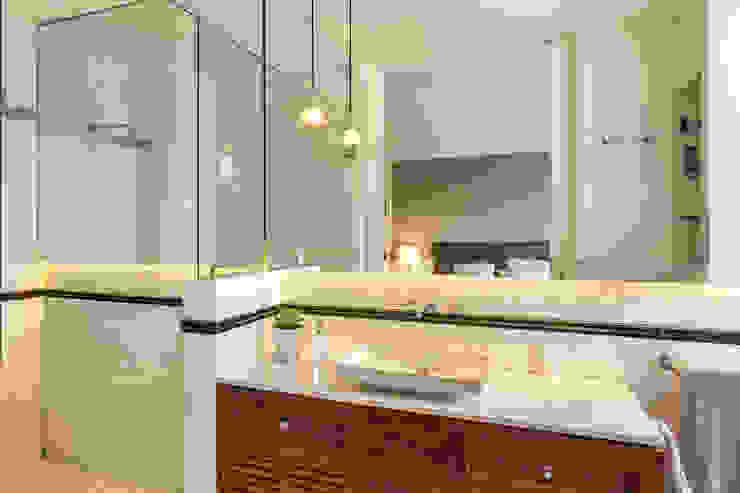Salle de bains de style  par Weber Arquitectos,