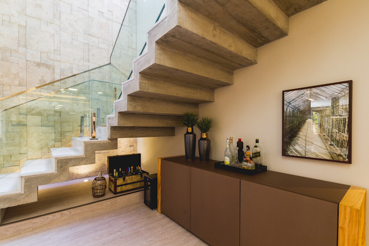 Pasillos, vestíbulos y escaleras de estilo moderno de Melo Mesquita Arquitetura Moderno Hormigón