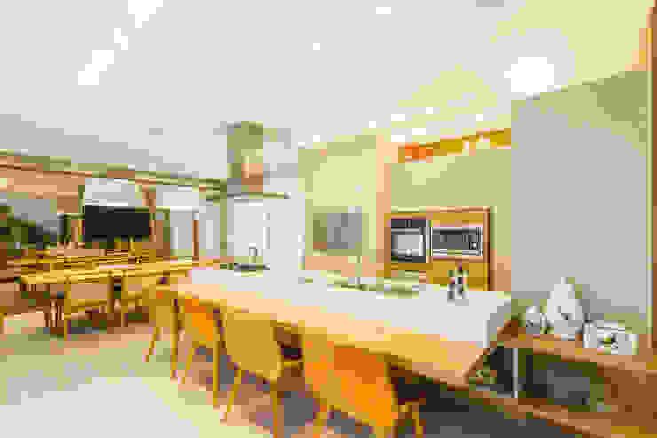 RESIDÊNCIA RKM - INTERIORES: Cozinhas  por Melo Mesquita Arquitetura,