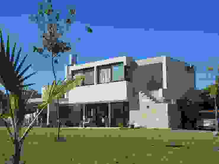 VIVIENDA EN COLASTINE DUA Arquitectos Casas modernas: Ideas, imágenes y decoración