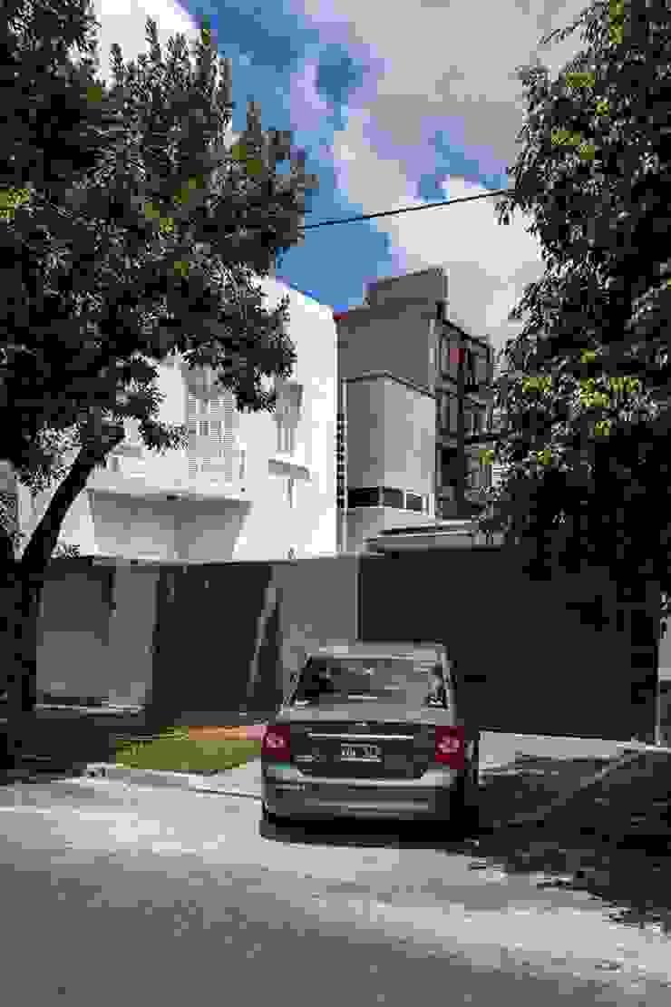 AMPLIACION Y REMODELACIÓN Casas modernas: Ideas, imágenes y decoración de DUA Arquitectos Moderno