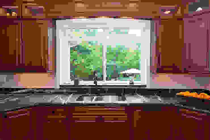 من Main Line Kitchen Design كلاسيكي