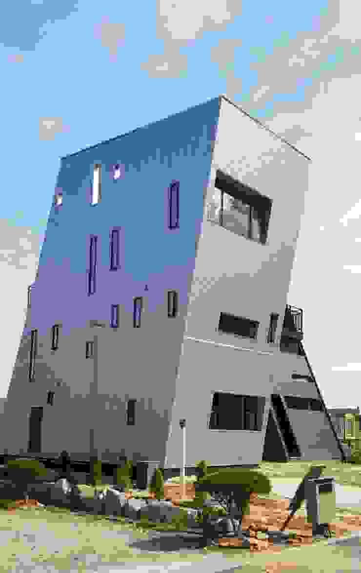 일본 YKK 에피소드 창문과 YKK베나토 단열 현관문을 적용하여 디자인을 더 돋보이게 했습니다. by 창조하우징
