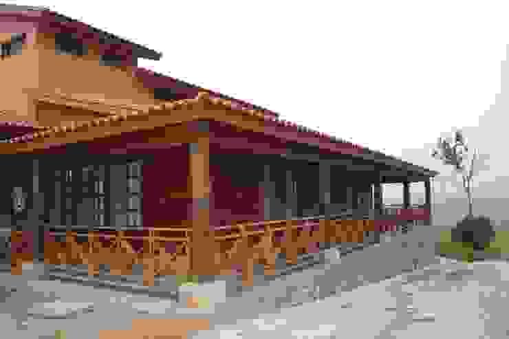 Casas de estilo clásico de Casas y cabañas de Madera -GRUPO CONSTRUCTOR RIO DORADO (MRD-TADPYC) Clásico