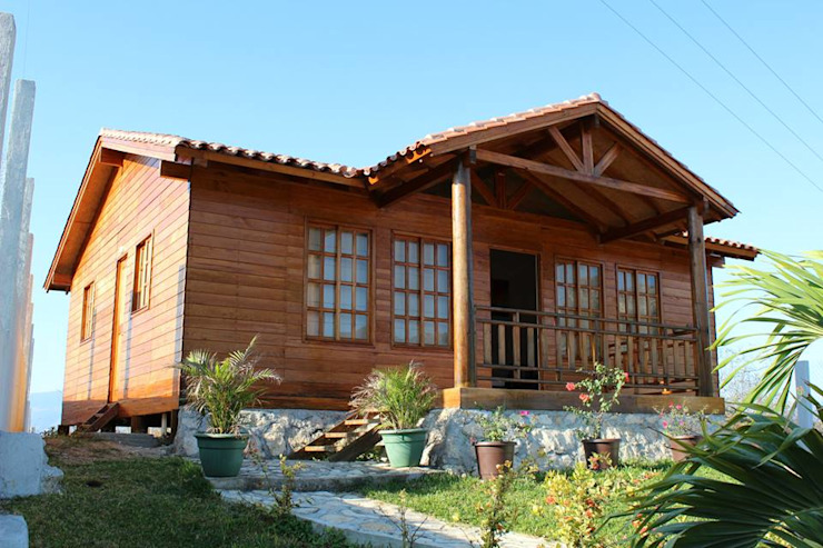 Rumah Klasik Oleh Casas y cabañas de Madera -GRUPO CONSTRUCTOR RIO DORADO (MRD-TADPYC) Klasik