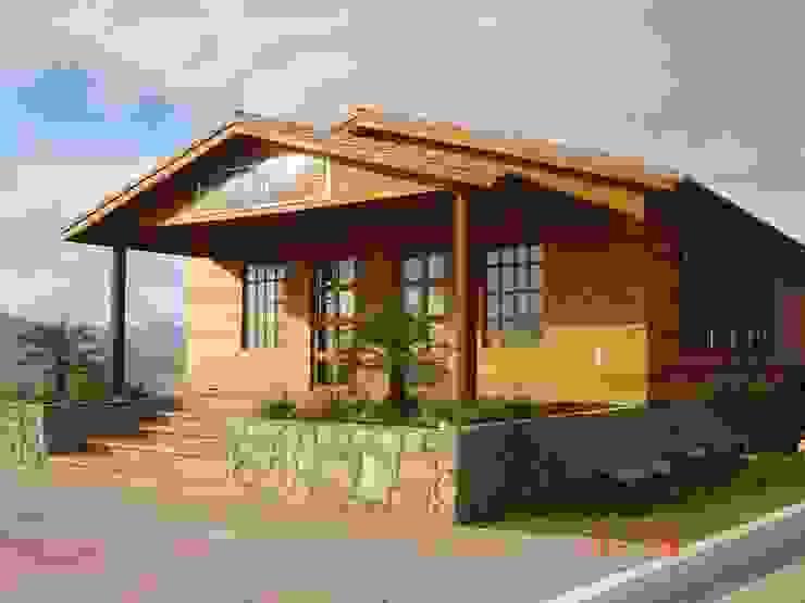 من Casas y cabañas de Madera -GRUPO CONSTRUCTOR RIO DORADO (MRD-TADPYC) كلاسيكي
