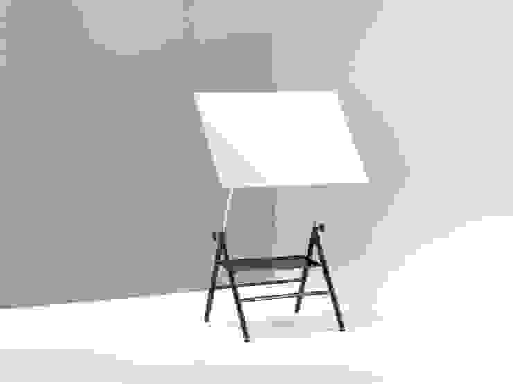 Tavolo da disegno a cavalletto:  in stile industriale di Emmesystem by Emme Italia, Industrial