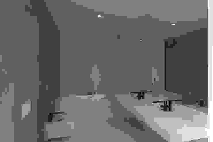 Projeto Esmeralda Casas de banho modernas por Magnific Home Lda Moderno
