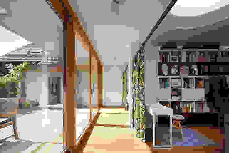 Modern Corridor, Hallway and Staircase by illichmann-architecture Modern