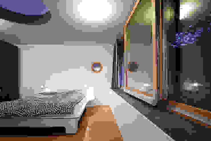 Modern style bedroom by illichmann-architecture Modern