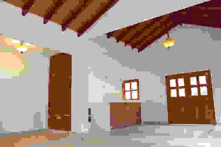 Comedores de estilo clásico de Casas y cabañas de Madera -GRUPO CONSTRUCTOR RIO DORADO (MRD-TADPYC) Clásico
