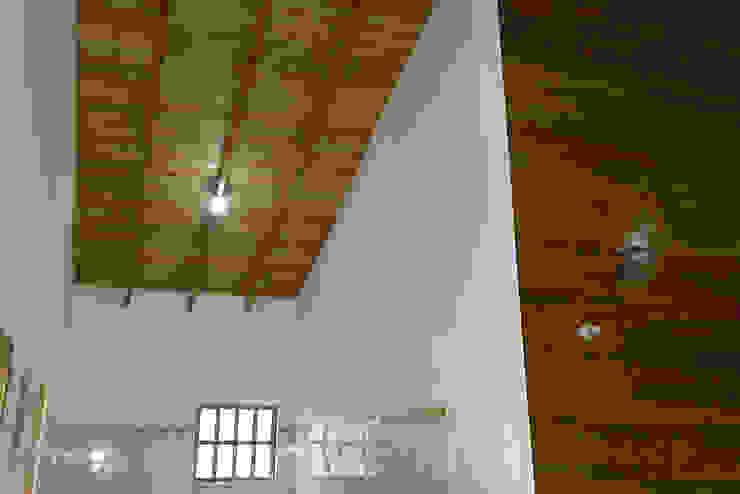 Cocinas de estilo clásico de Casas y cabañas de Madera -GRUPO CONSTRUCTOR RIO DORADO (MRD-TADPYC) Clásico