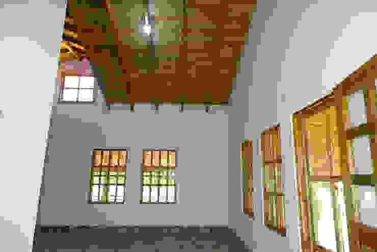 Klassische Wohnzimmer von Casas y cabañas de Madera -GRUPO CONSTRUCTOR RIO DORADO (MRD-TADPYC) Klassisch