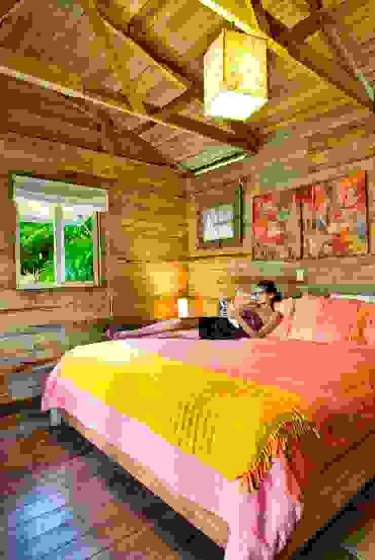 Dormitorios de estilo clásico de Casas y cabañas de Madera -GRUPO CONSTRUCTOR RIO DORADO (MRD-TADPYC) Clásico