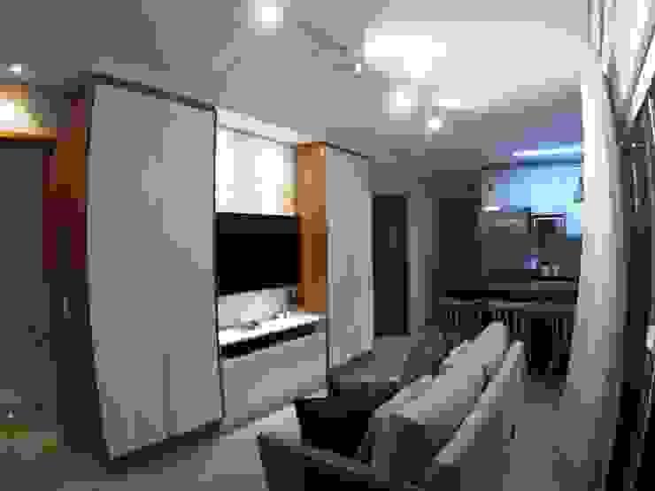 Phòng khách phong cách tối giản bởi Novark Arquitetura e Design Tối giản