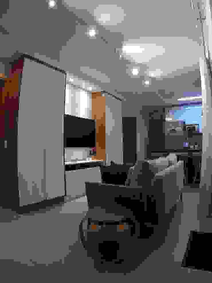 Salones de estilo minimalista de Novark Arquitetura e Design Minimalista