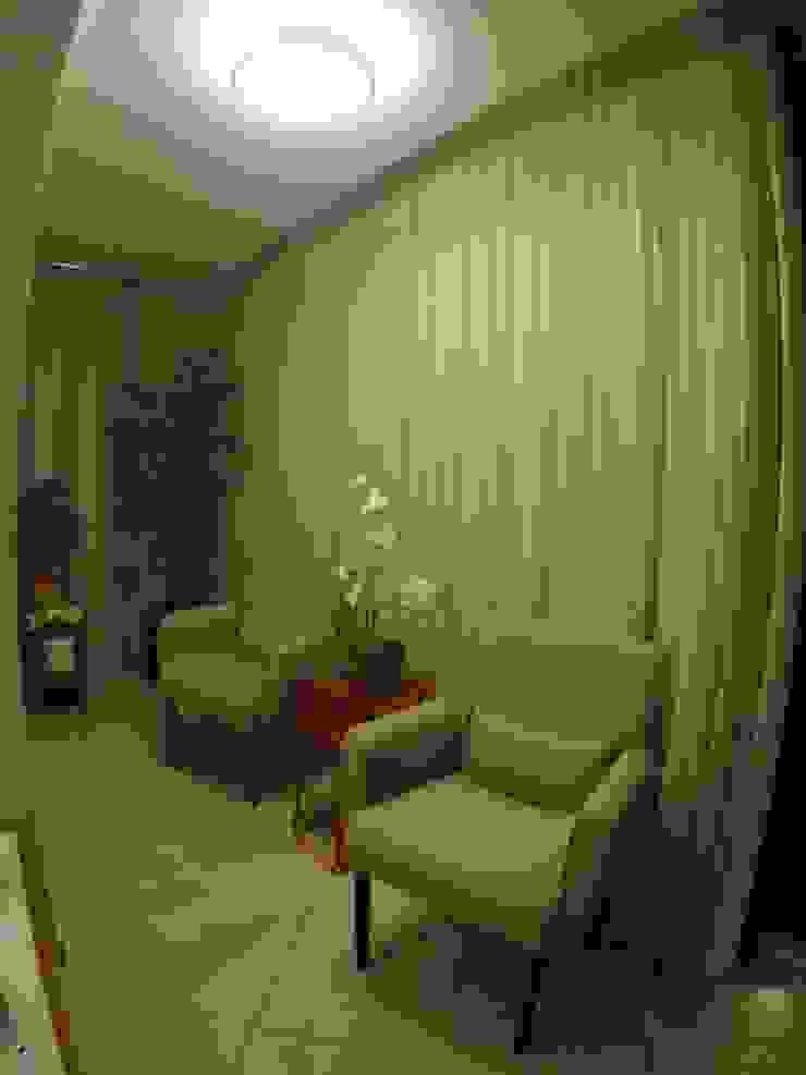 Phòng khách phong cách kinh điển bởi Novark Arquitetura e Design Kinh điển