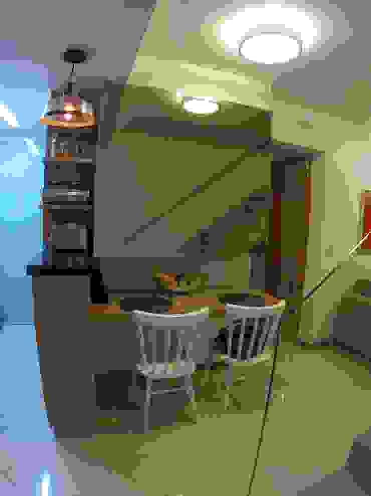 Phòng ăn phong cách tối giản bởi Novark Arquitetura e Design Tối giản