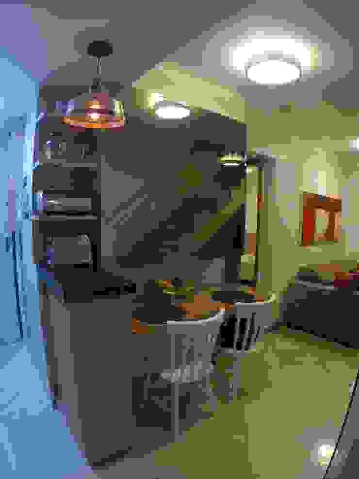 Nhà bếp phong cách tối giản bởi Novark Arquitetura e Design Tối giản