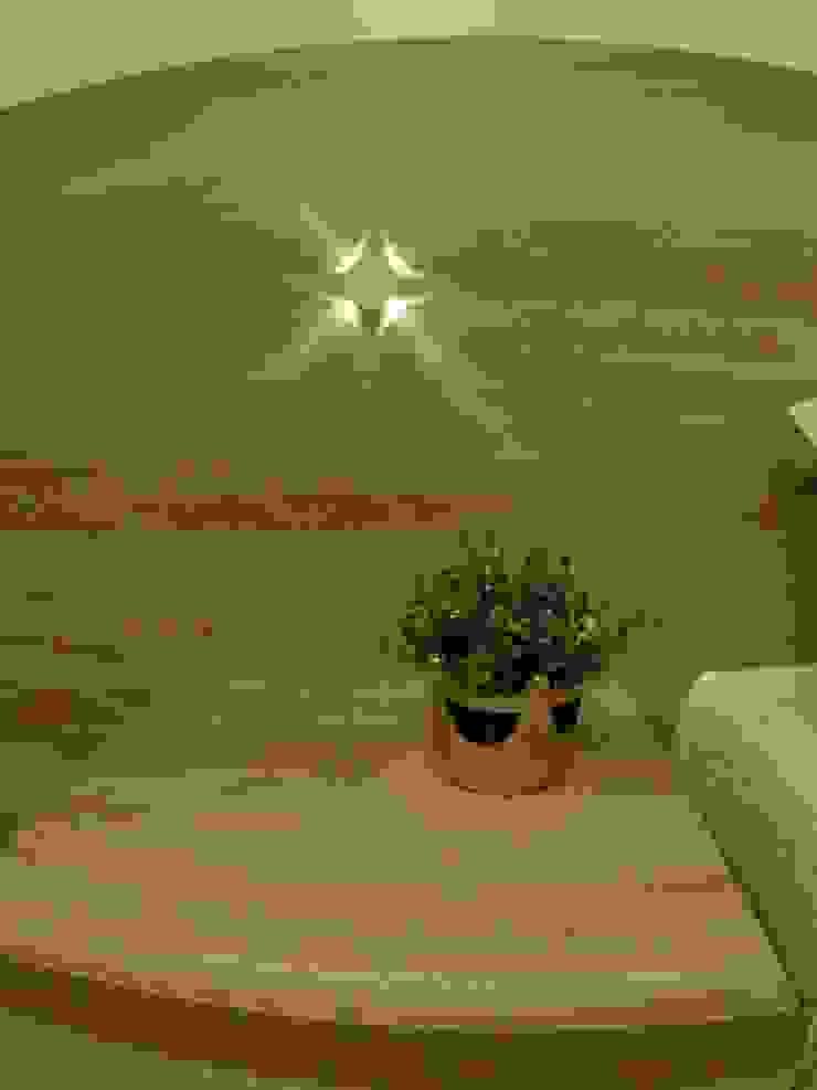 Phòng ngủ phong cách tối giản bởi Novark Arquitetura e Design Tối giản