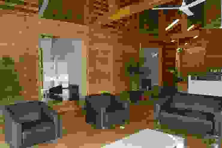 Oficinas y bibliotecas de estilo clásico de Casas y cabañas de Madera -GRUPO CONSTRUCTOR RIO DORADO (MRD-TADPYC) Clásico