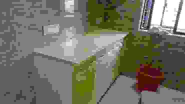 MODULAR KITCHEN Minimalist kitchen by Akanksha Designs Minimalist Wood-Plastic Composite