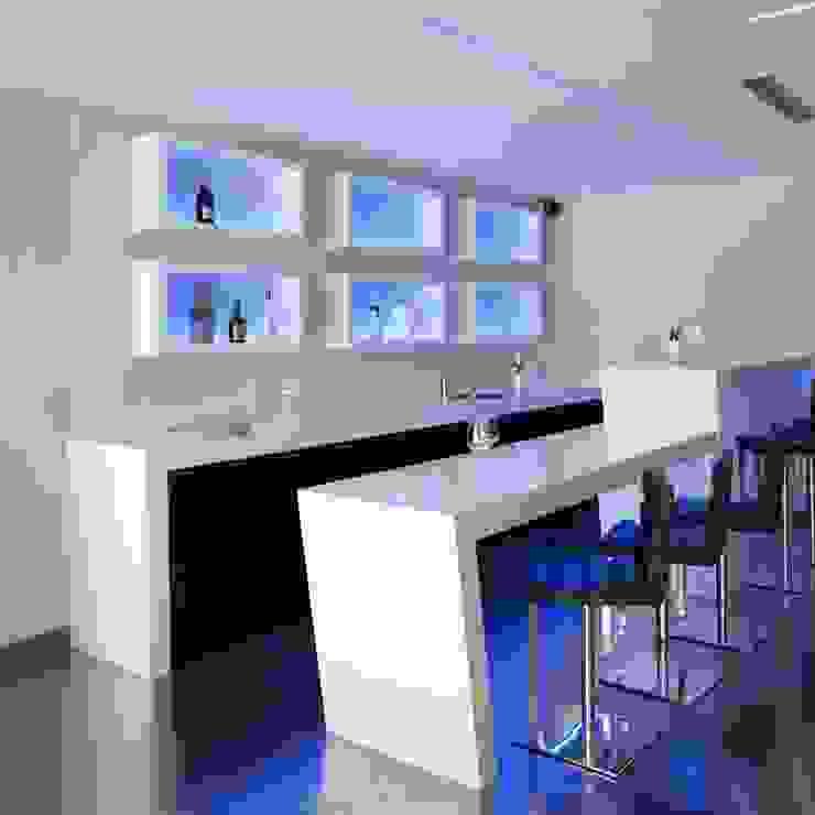Zona bar Bodegas de estilo moderno de Miralbo Urbana S.L. Moderno