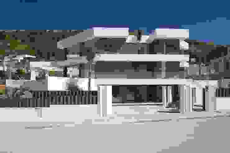 Fachada principal Casas de estilo moderno de Miralbo Urbana S.L. Moderno