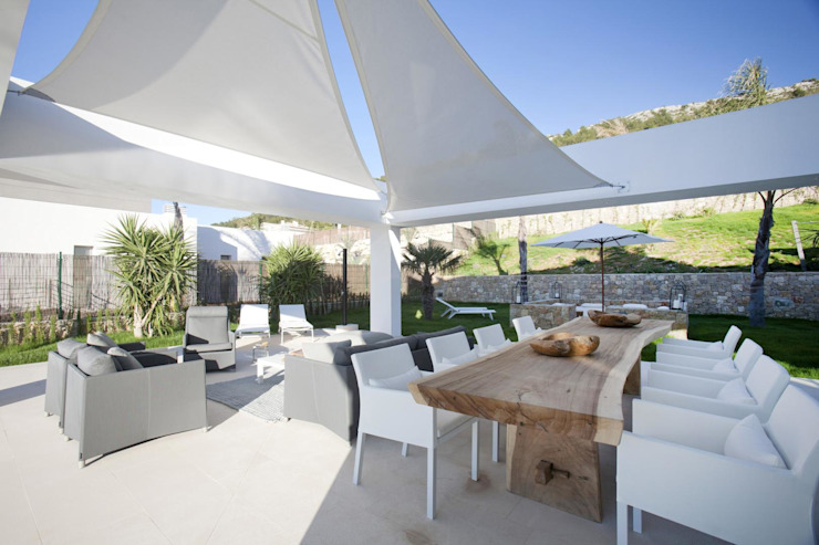 Terraza cubierta de velas Balcones y terrazas de estilo moderno de Miralbo Urbana S.L. Moderno