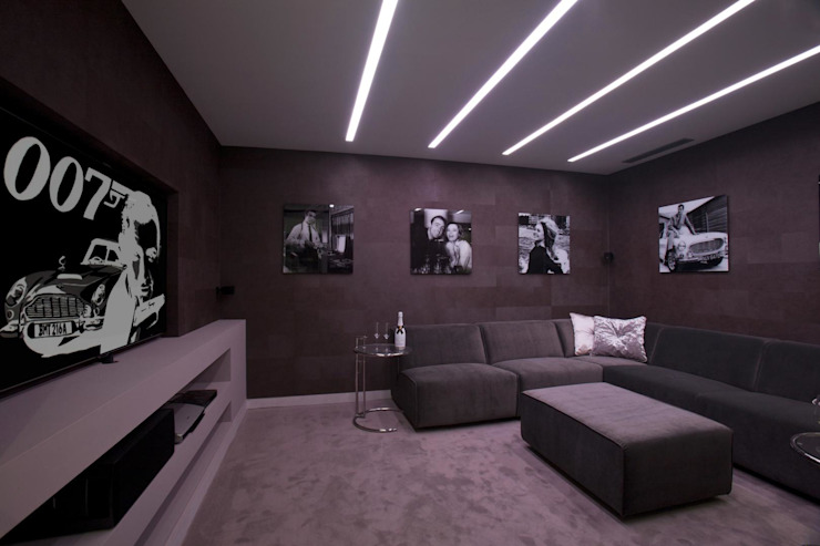 Modern Media Room by Miralbo Urbana S.L. Modern