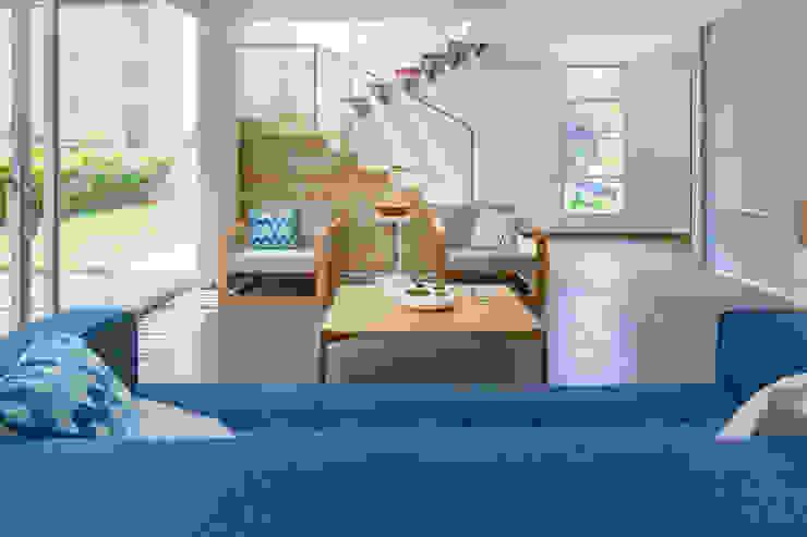Sala Casa Mediterránea Salas modernas de Adrede Diseño Moderno Madera Acabado en madera