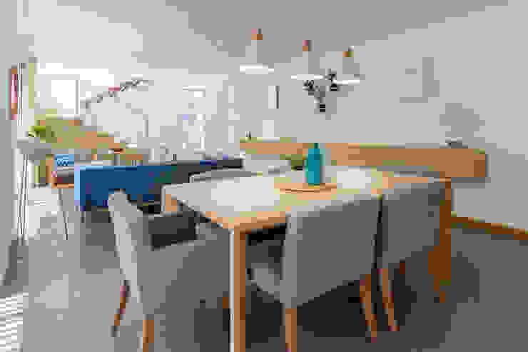 Comedor Casa Mediterránea Comedores de estilo moderno de Adrede Diseño Moderno