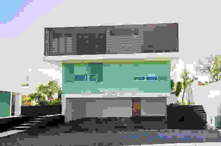 Fachada Casa EM Casas minimalistas de TaAG Arquitectura Minimalista