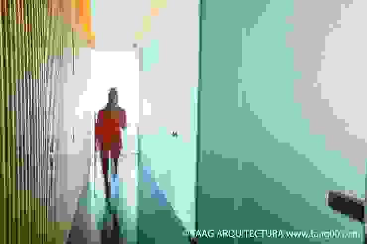 Pasillo interno Corporativo Andares Estudios y despachosescandinavos de TaAG Arquitectura Escandinavo