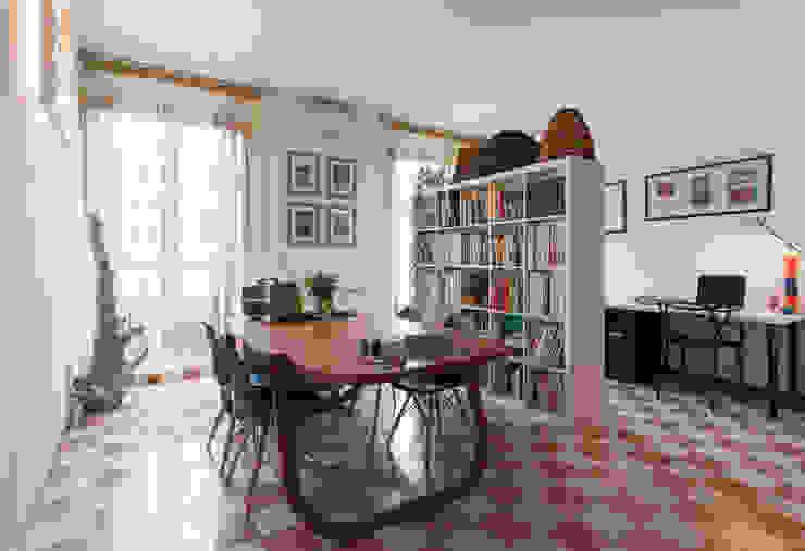 La casa in piazza Studio in stile industriale di B+P architetti Industrial