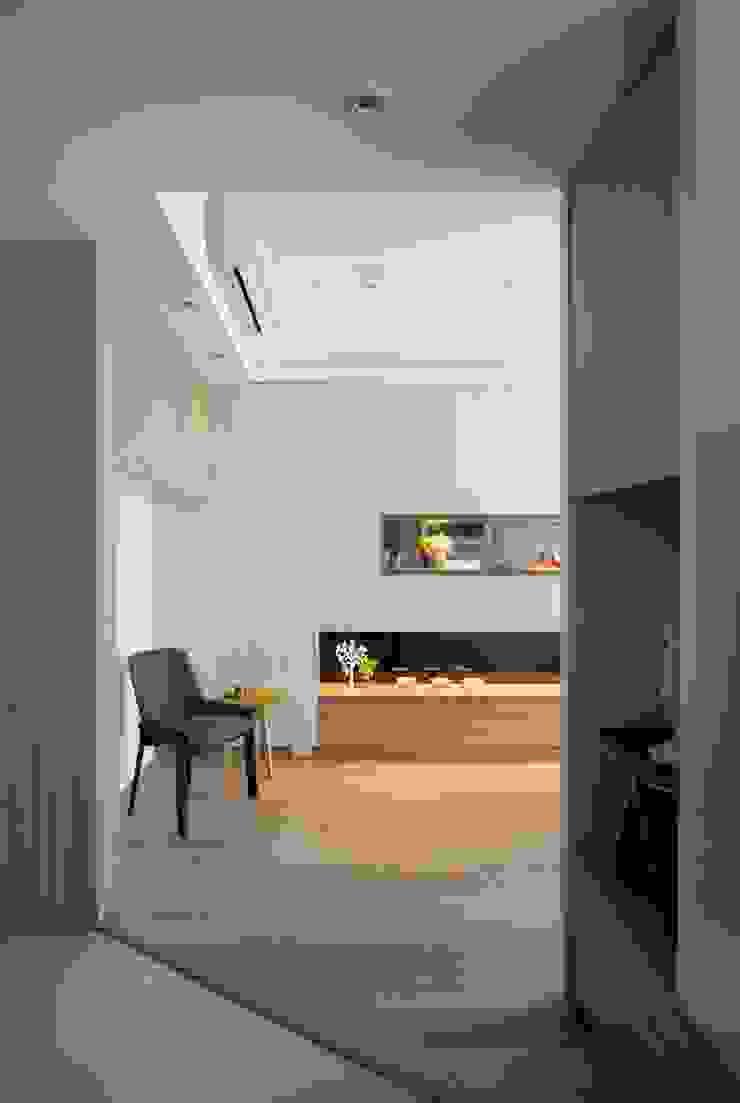 遊藝 blossom 斯堪的納維亞風格的走廊,走廊和樓梯 根據 耀昀創意設計有限公司/Alfonso Ideas 北歐風