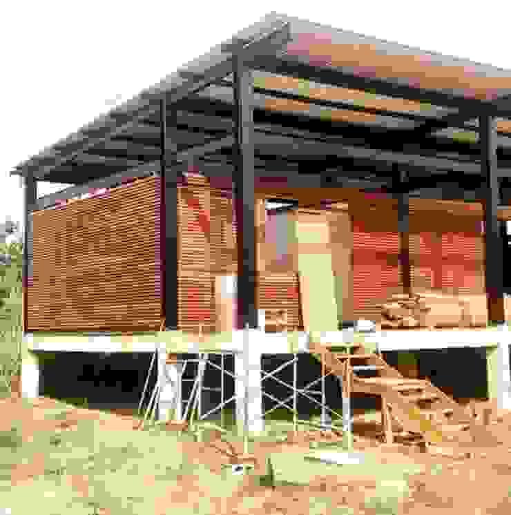 Primer módulo en construcción Estudios y despachos de estilo rural de Fabric3D Rural Madera Acabado en madera