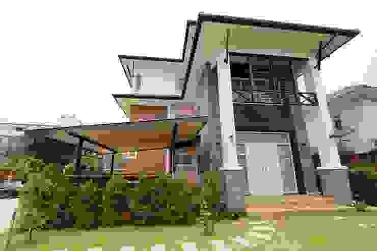 บ้านพักอาศัย 3 ชั้น โดย บริษัท อเรย์ คอนสทรัคท์ชั่น จำกัด