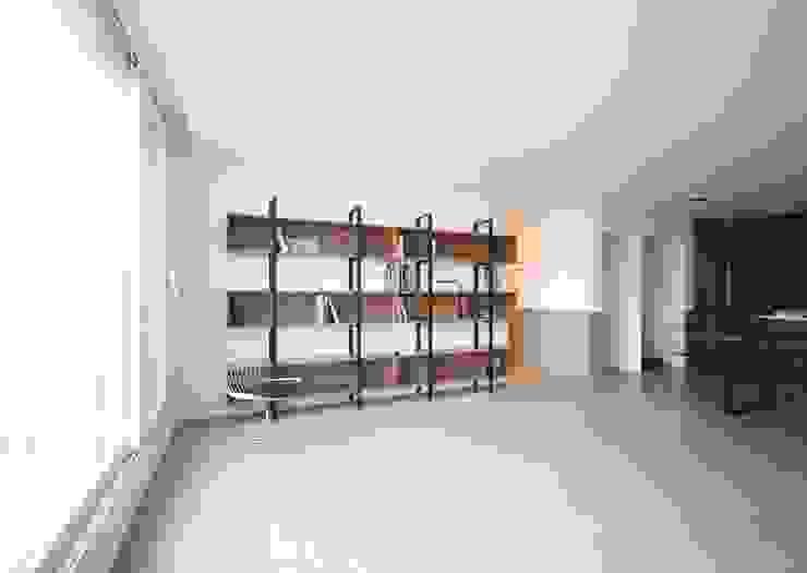 [심플인테리어] 화성시 동탄2신도시 마이너스옵션 아파트인테리어 34PY 모던스타일 거실 by 디자인스튜디오 레브 모던