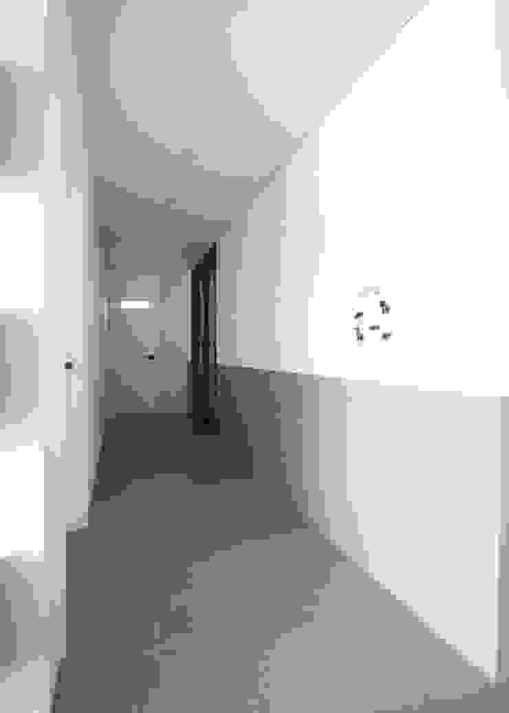 [심플인테리어] 화성시 동탄2신도시 마이너스옵션 아파트인테리어 34PY 모던스타일 복도, 현관 & 계단 by 디자인스튜디오 레브 모던