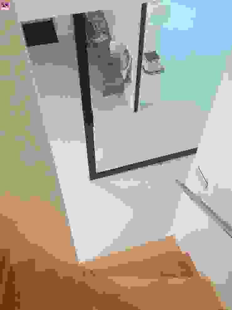 Architectenbureau Ron Spanjaard BNA モダンスタイルの 玄関&廊下&階段