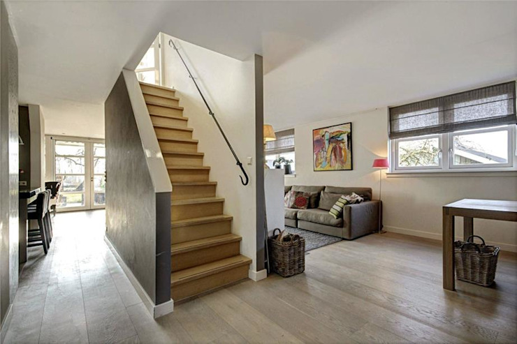 Architectenbureau Ron Spanjaard BNA Коридор, прихожая и лестница в стиле лофт