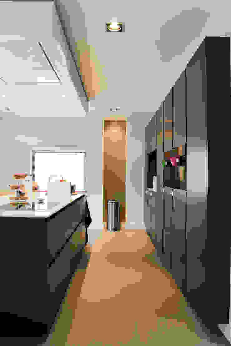 Modern offices & stores by Motion Gietvloeren Modern Plastic
