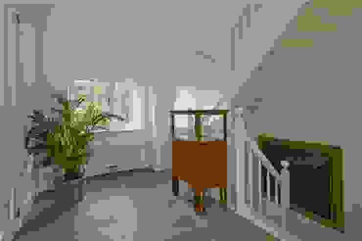 Verbouwing Villa Heemstede:  Gang en hal door Architectenbureau Ron Spanjaard BNA, Klassiek
