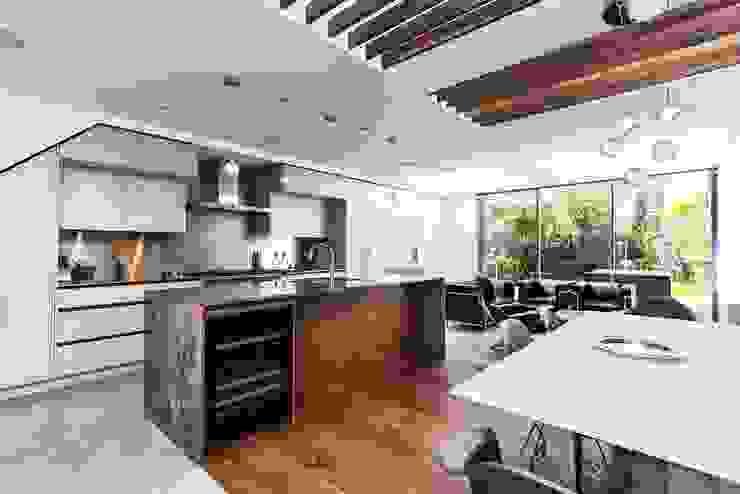Kitchen by IQ Glass UK, Modern
