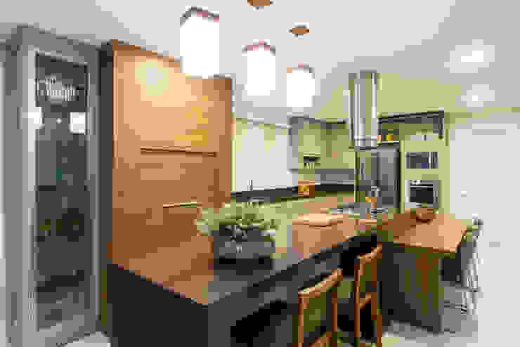 Modern kitchen by Join Arquitetura e Interiores Modern