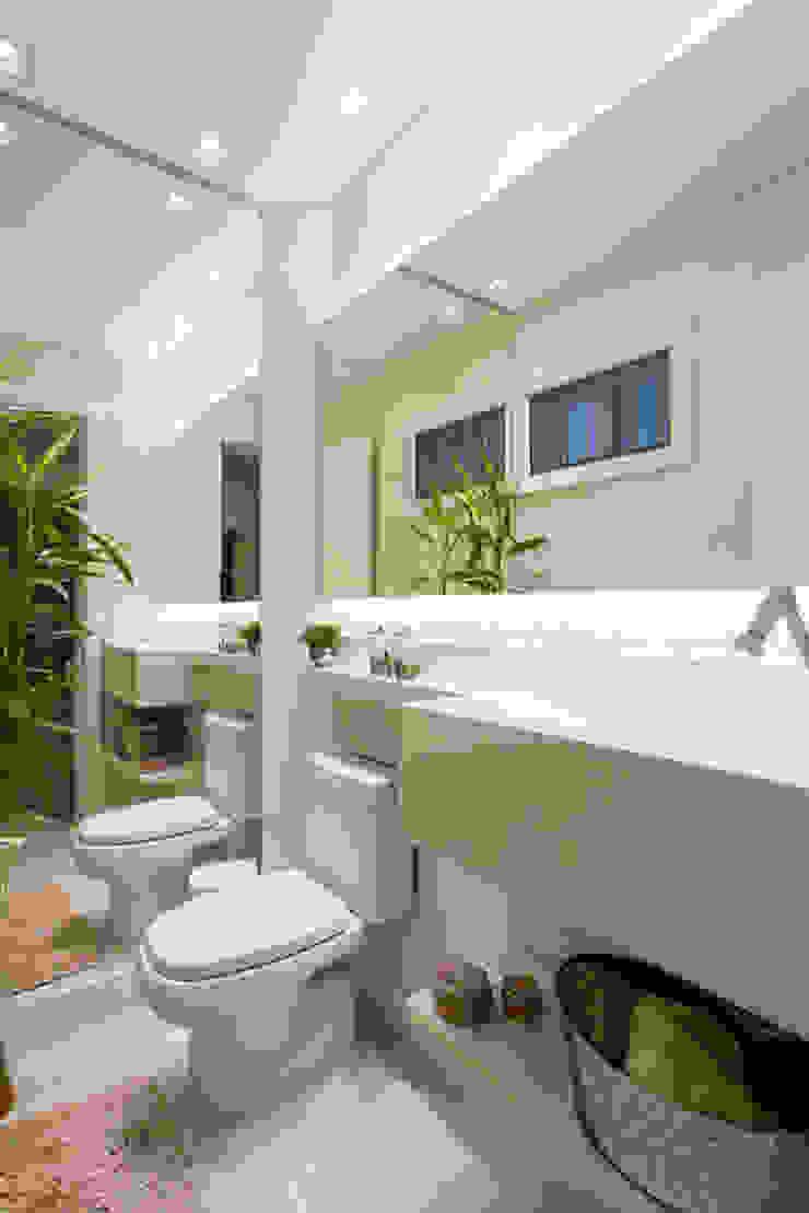 Modern bathroom by Join Arquitetura e Interiores Modern