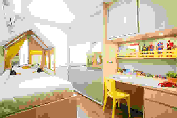 APARTAMENTO CENTRO II: Quarto infantil  por Join Arquitetura e Interiores,