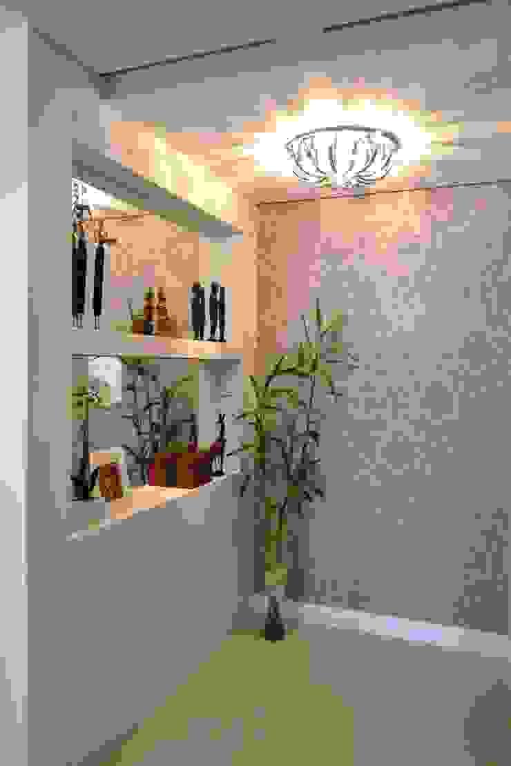 現代風玄關、走廊與階梯 根據 Join Arquitetura e Interiores 現代風